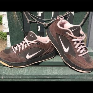 """Adorable"" Old School NIKE'S chocolate/Pink"